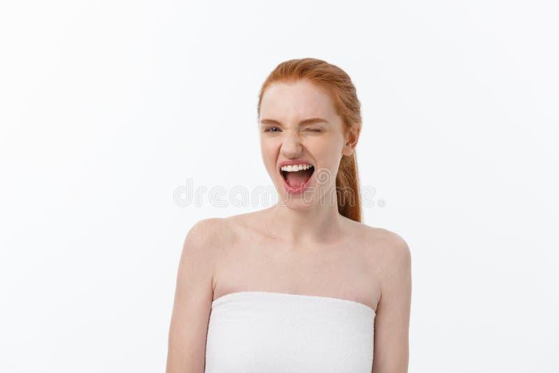 Stående av den unga kvinnan med chockat ansiktsuttryck royaltyfria foton