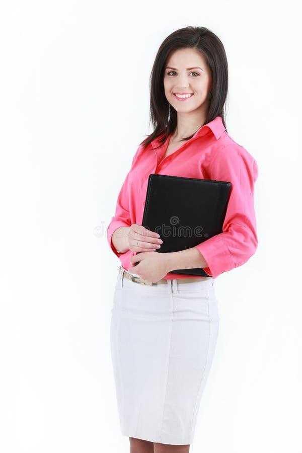 Stående av den unga lyckliga le affärskvinnan som isoleras på vit royaltyfri foto
