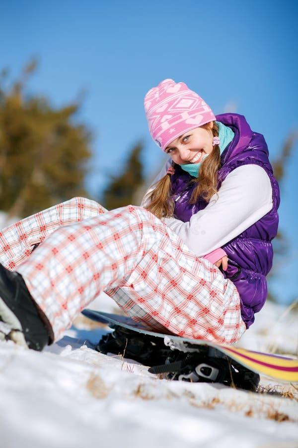 Stående av den unga snowboarderflickan arkivfoto
