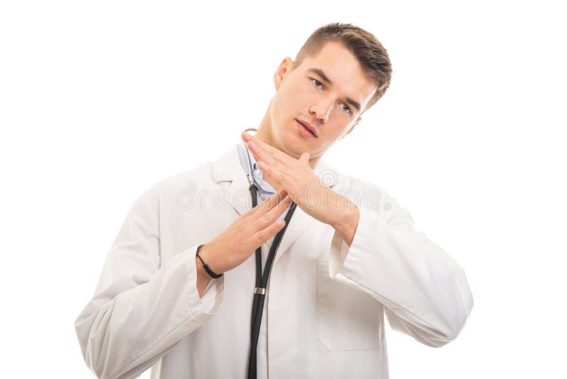 Stående av den unga stiliga doktorn som ut gör gest för tid royaltyfria bilder