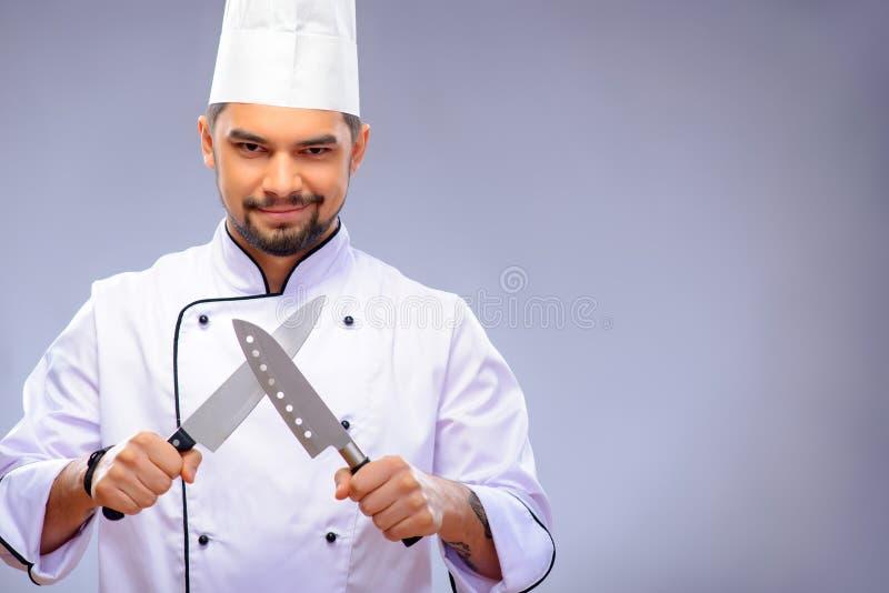 Stående av den unga stiliga kocken royaltyfri fotografi