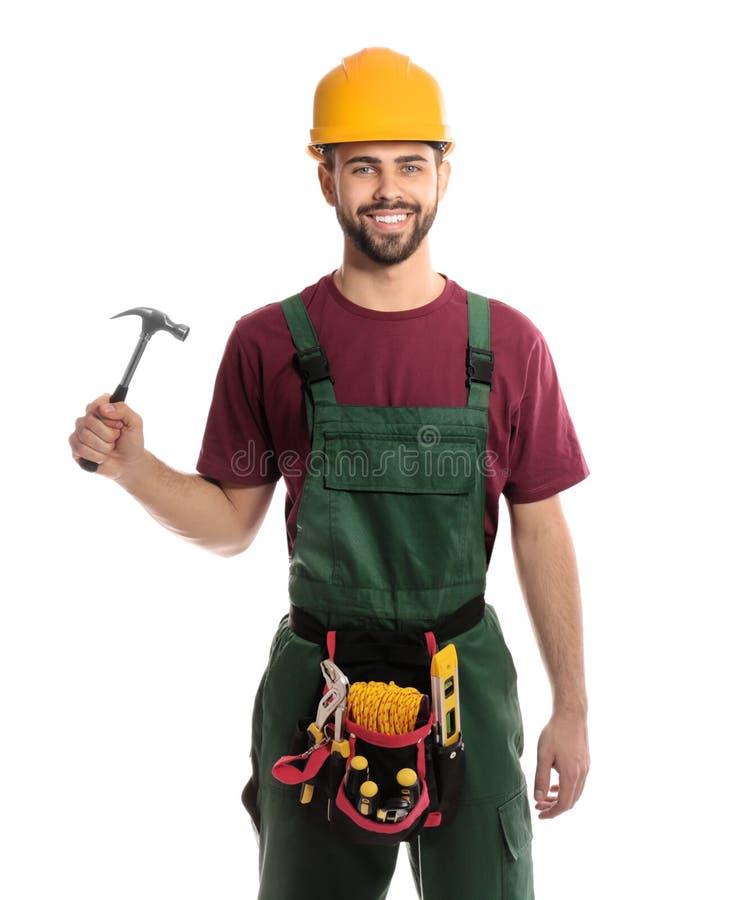 Stående av den yrkesmässiga byggnadsarbetaren med hammare- och hjälpmedelbältet royaltyfria bilder