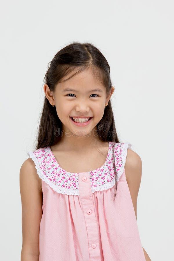 Stående av det lyckliga lilla asiatiska barnet royaltyfria bilder