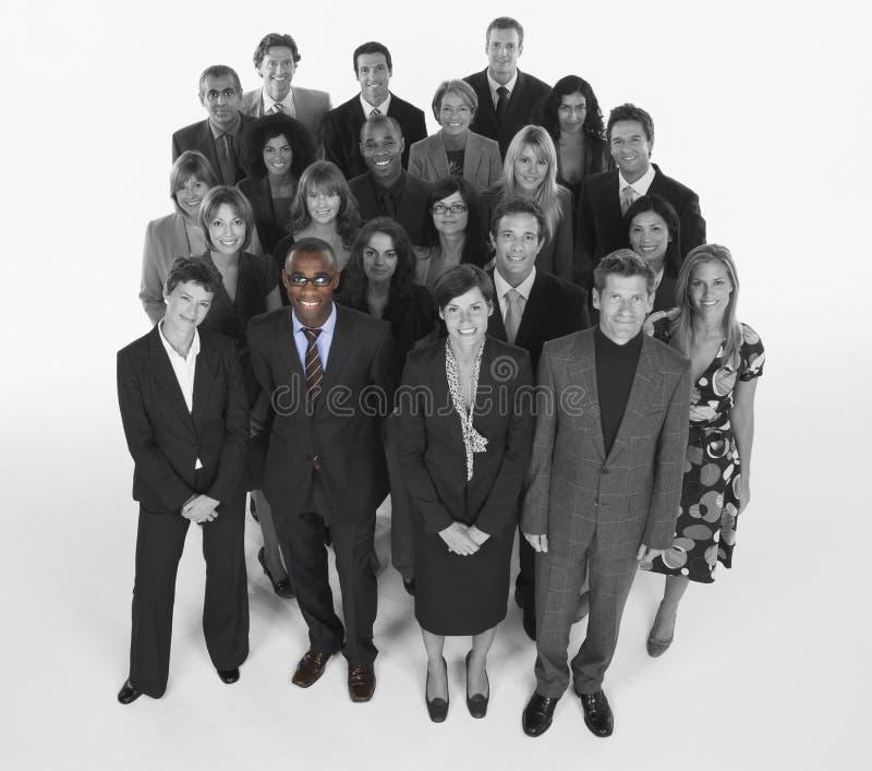 Stående av detperson som tillhör en etnisk minoritet affärslaget som tillsammans står royaltyfri bild