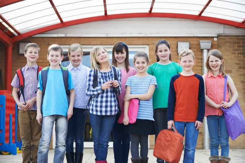 Stående av elever i skolalekplats royaltyfri foto