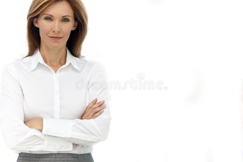 Stående av en affärskvinna royaltyfri bild