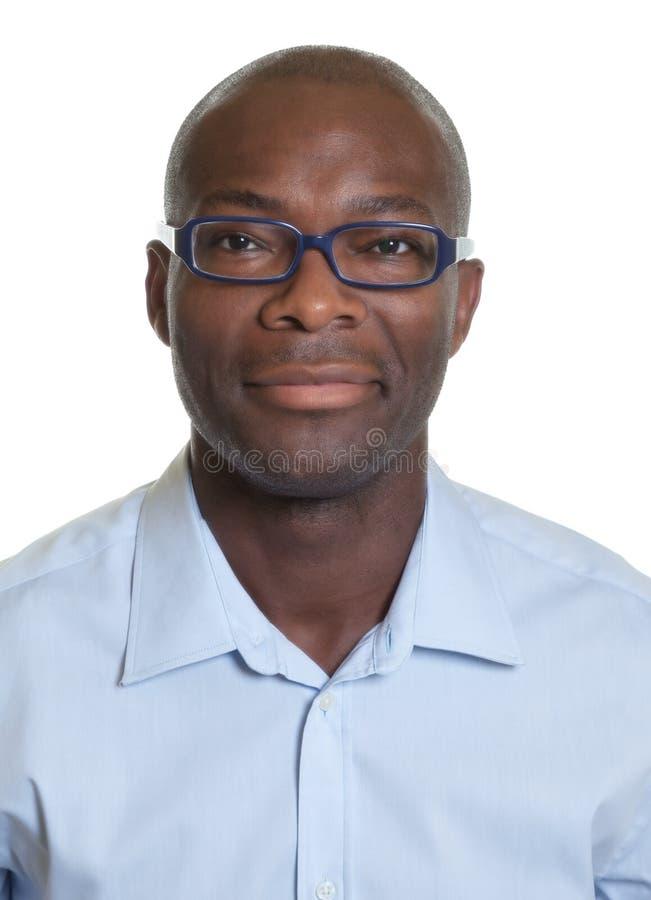 Stående av en afrikansk amerikanman med exponeringsglas fotografering för bildbyråer