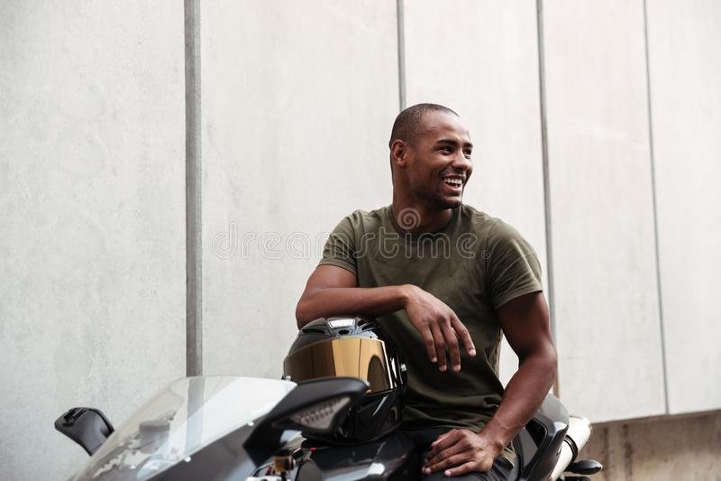 Stående av en afro amerikansk man royaltyfri bild
