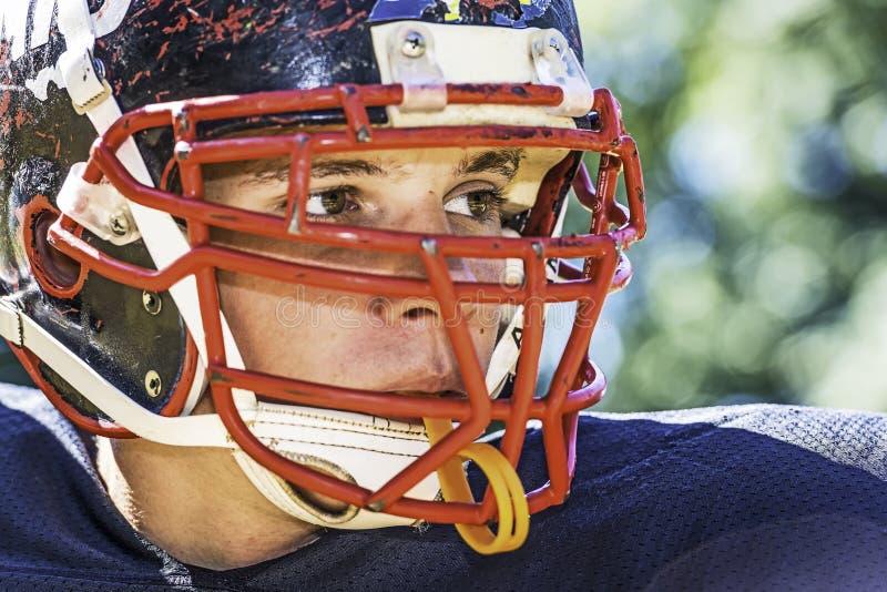 Stående av en amerikansk fotbollsspelare royaltyfri fotografi