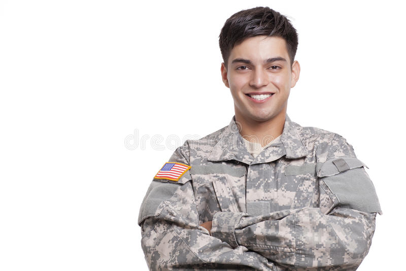 Stående av en amerikansk soldat med korsade armar royaltyfria bilder
