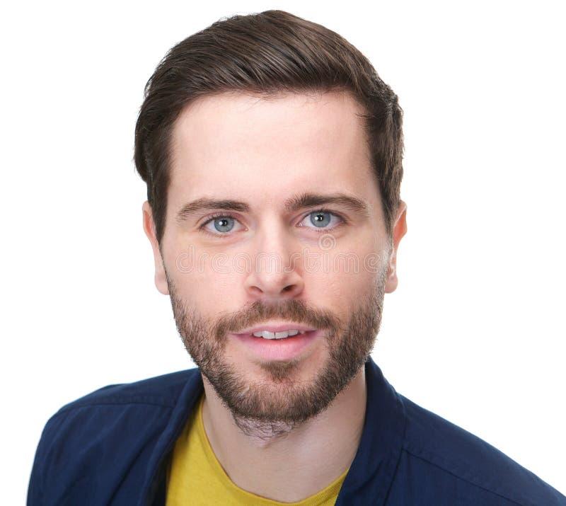 Stående av en attraktiv man med skägget som ser kameran arkivbilder