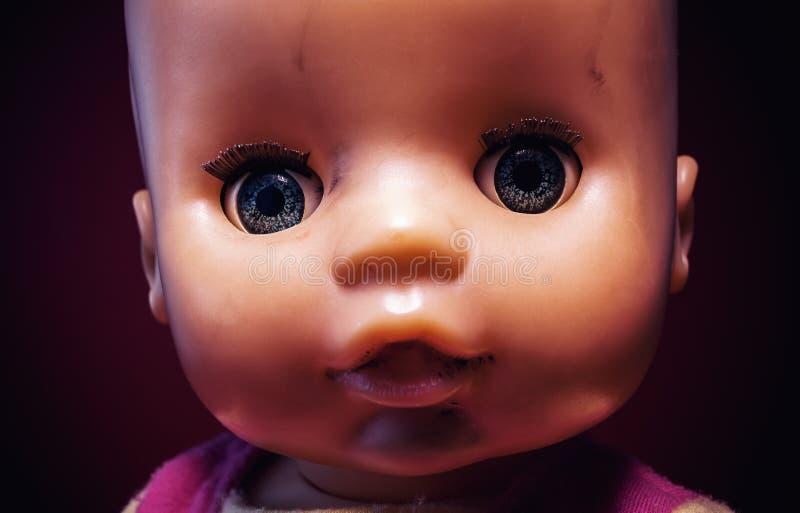 Stående av en behandla som ett barnleksak royaltyfria foton