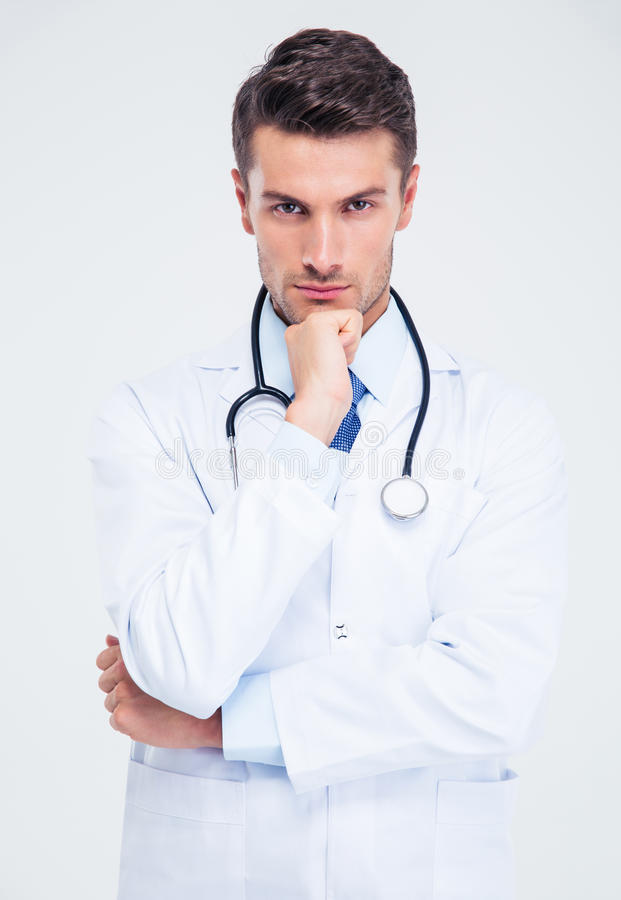 Stående av en eftertänksam manlig doktor som ser kameran royaltyfri fotografi