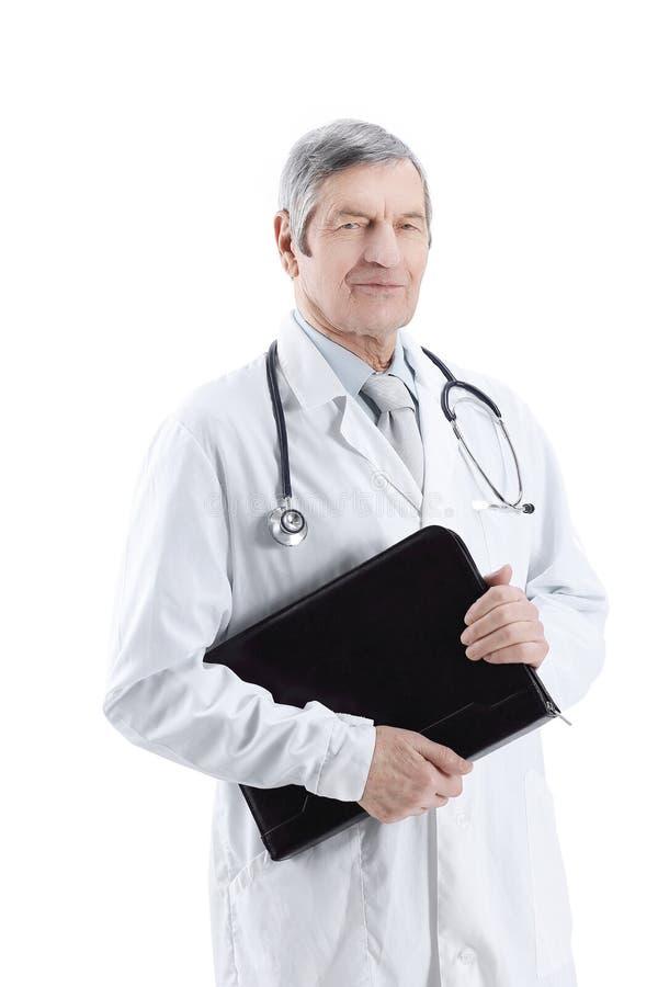 Stående av en erfaren terapeut med en bärbar dator arkivfoton