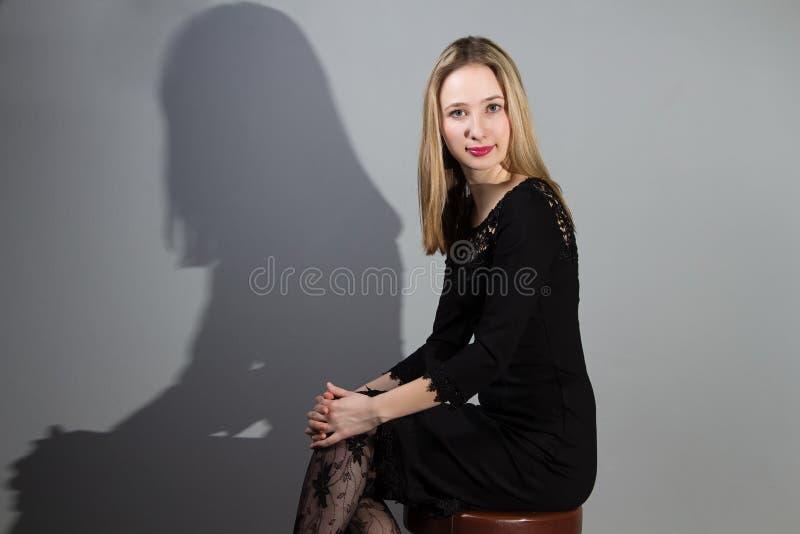 Stående av en flicka arkivfoto
