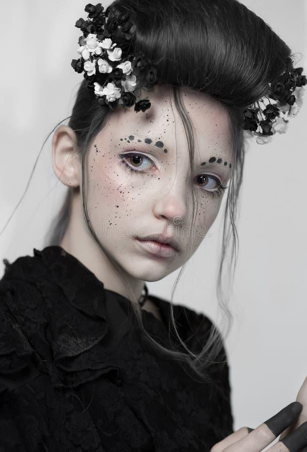 Stående av en flicka idérik makeup Framsidakonst Bodypaint fotografering för bildbyråer