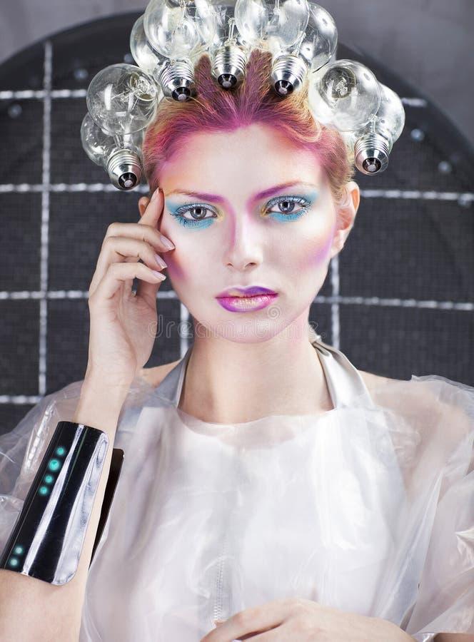 Stående av en futuristisk ung härlig kvinna fotografering för bildbyråer