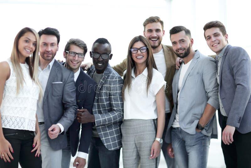 Stående av en grupp av ledande specialister av ett lyckat företag royaltyfria bilder