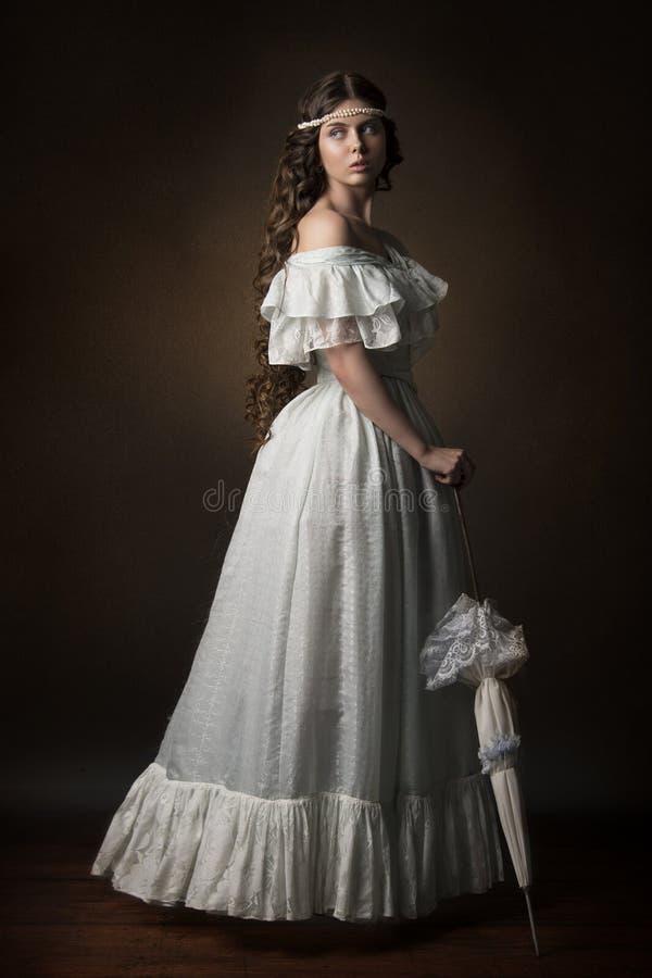 Stående av en härlig flicka royaltyfria bilder