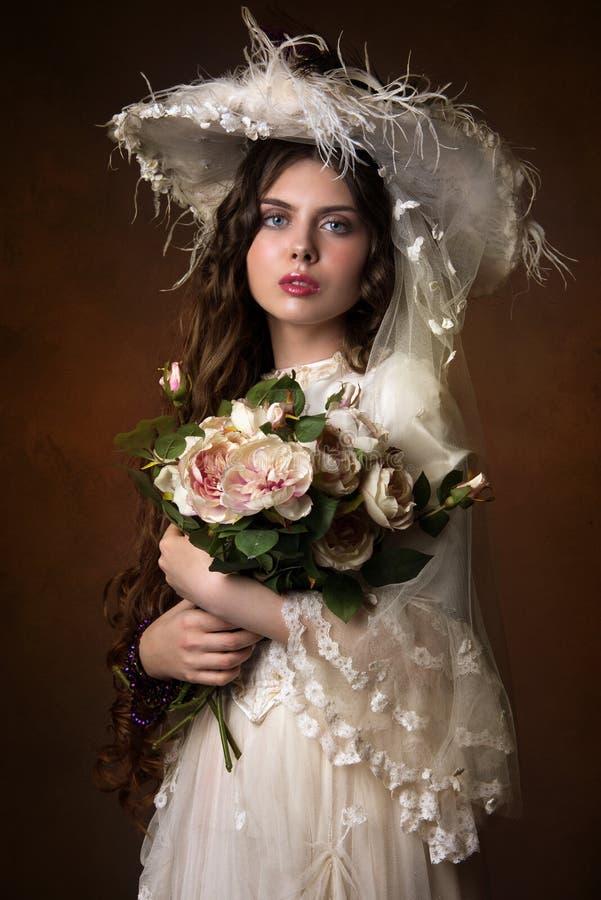 Stående av en härlig flicka arkivfoto