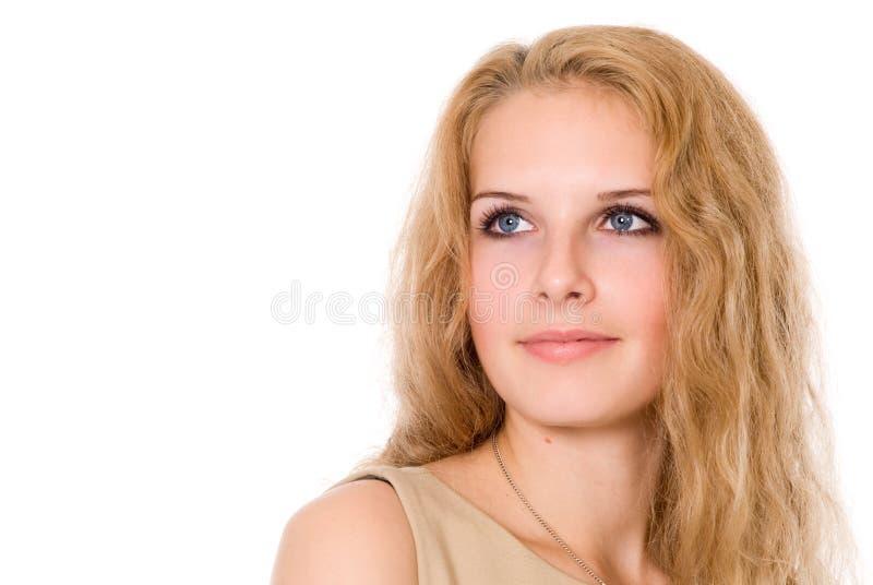 Stående av en härlig flicka som ser till sidan royaltyfria foton