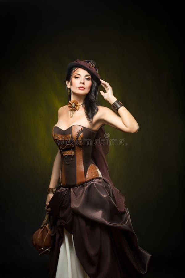 Stående av en härlig steampunkkvinna arkivfoton