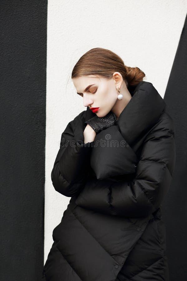 Stående av en kvinna fotografering för bildbyråer
