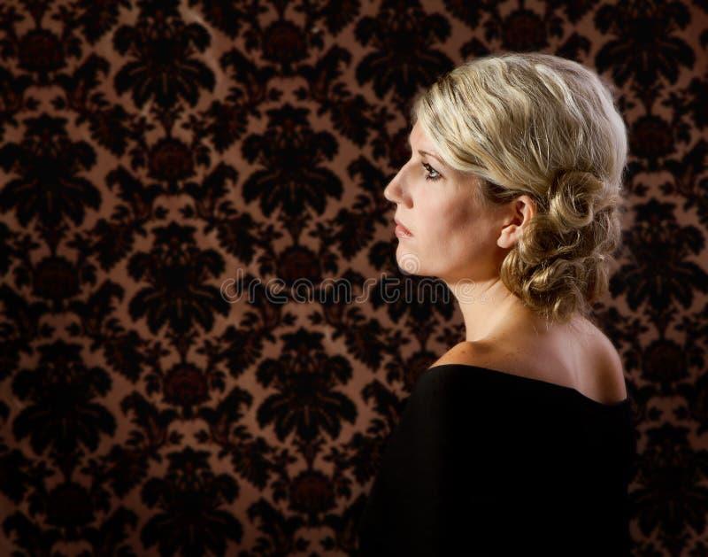 Stående av en kvinna i 30-tal eller 40-tal royaltyfria foton