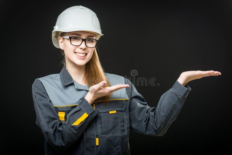 Stående av en kvinnlig arbetare arkivfoton