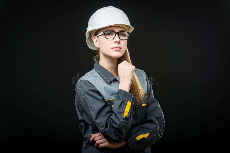 Stående av en kvinnlig arbetare royaltyfri foto