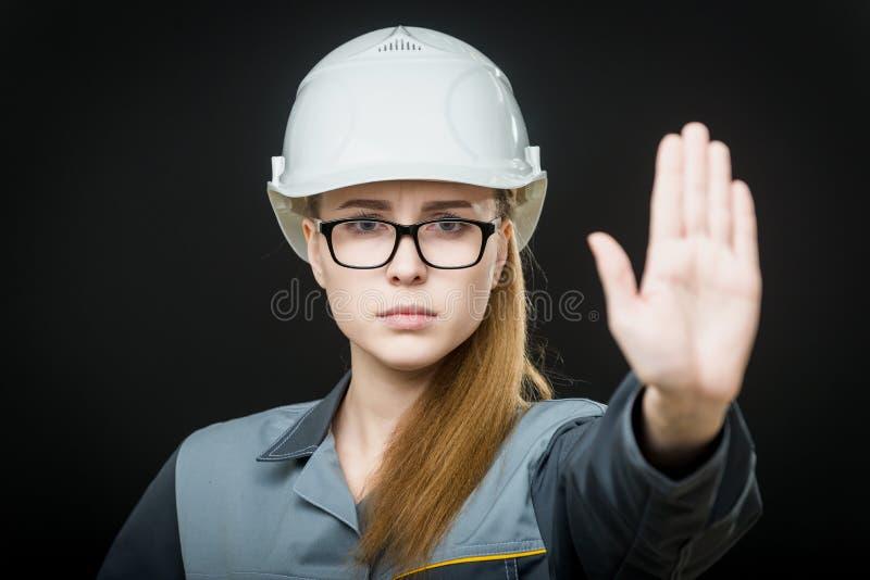 Stående av en kvinnlig arbetare royaltyfri bild
