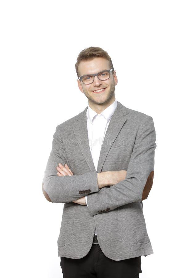 Stående av en lyckad ung affärsman På white arkivfoto