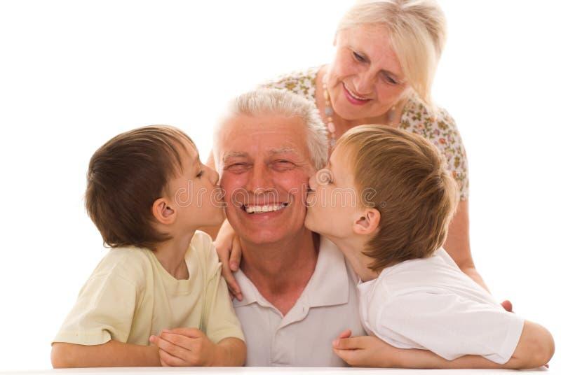 Stående av en lycklig familj arkivfoto