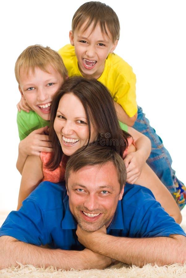 Stående av en lycklig familj royaltyfri bild