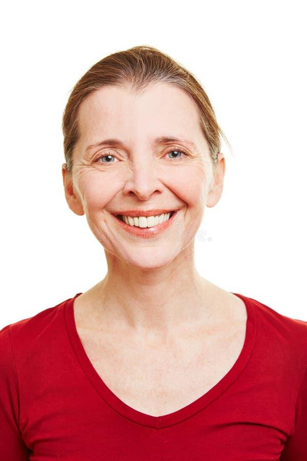 Stående av en lycklig hög kvinna fotografering för bildbyråer