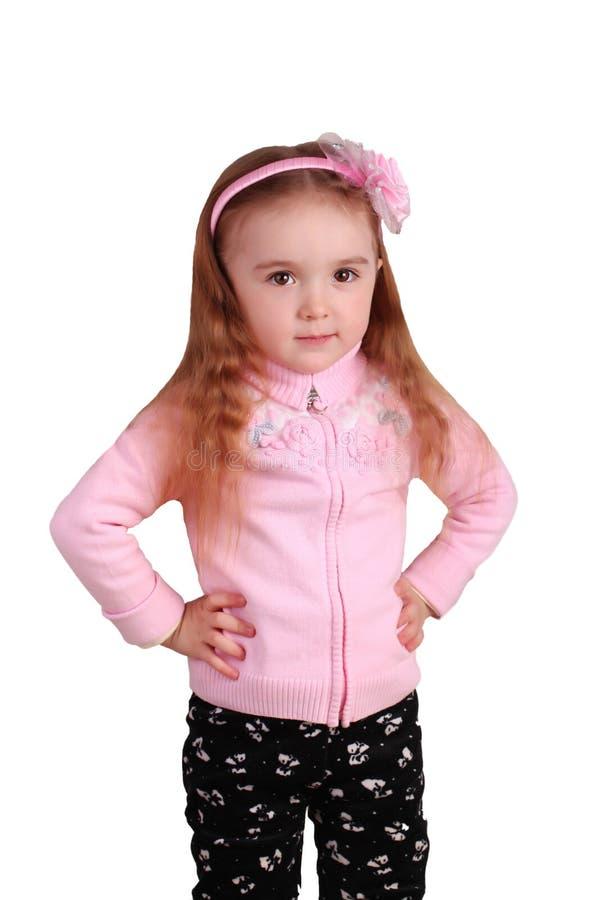 Stående av en lycklig liten flicka som isoleras över vit arkivbild
