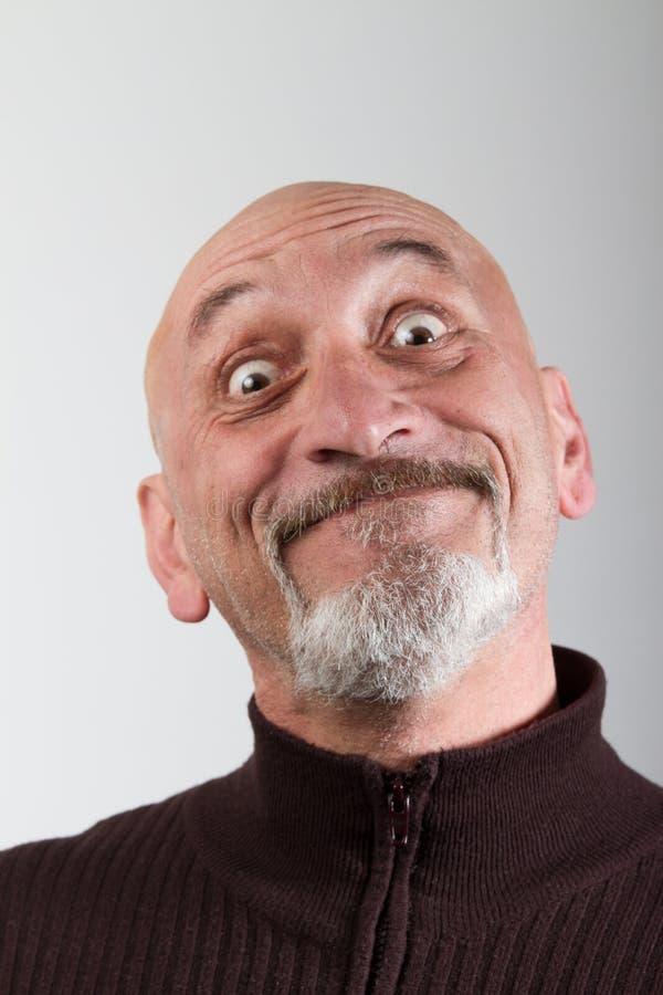 Stående av en man med roliga ansiktsuttryck arkivbild