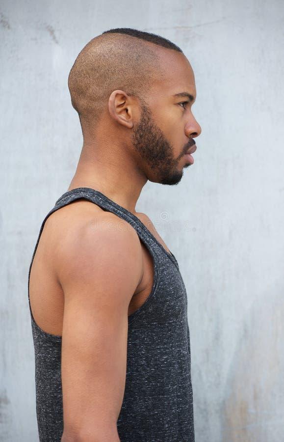 Stående av en manlig modell för afrikansk amerikan royaltyfria bilder