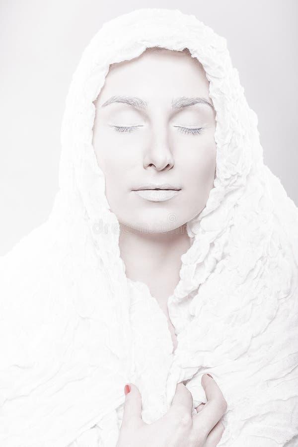 Stående av en muslimkvinna med den bleka framsidan royaltyfria bilder