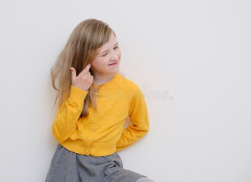 Stående av en nätt rolig flicka arkivbild