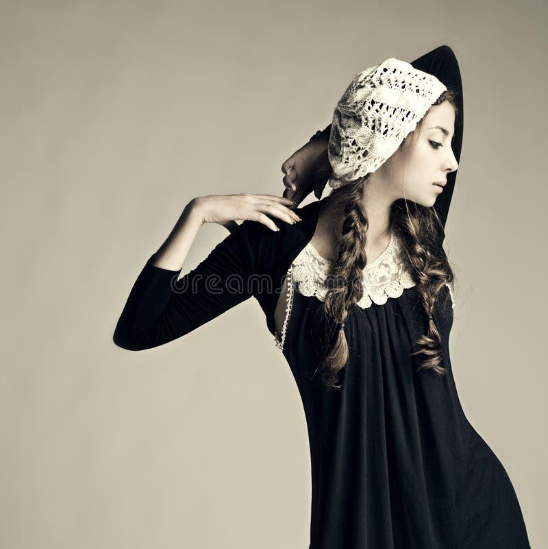 Stående av en ny härlig modeflicka. royaltyfri fotografi