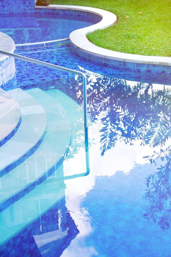 Stående av en poolside arkivfoton