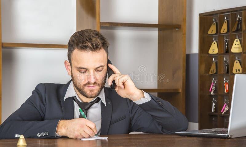 Stående av en receptionist arkivfoton