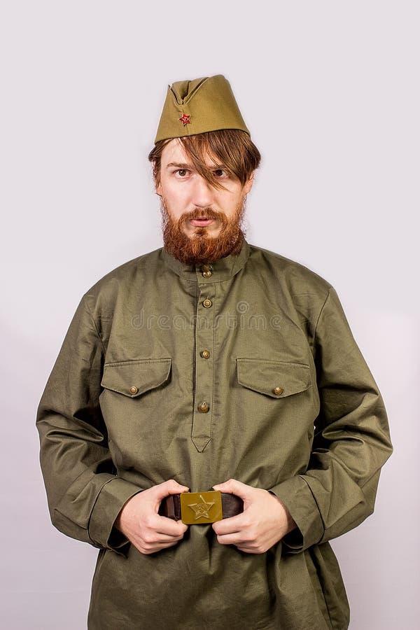 Stående av en rysk soldat i hans lock arkivbilder