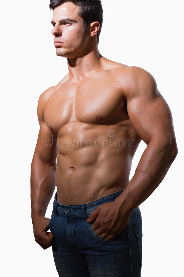 Stående av en shirtless muskulös man arkivfoton