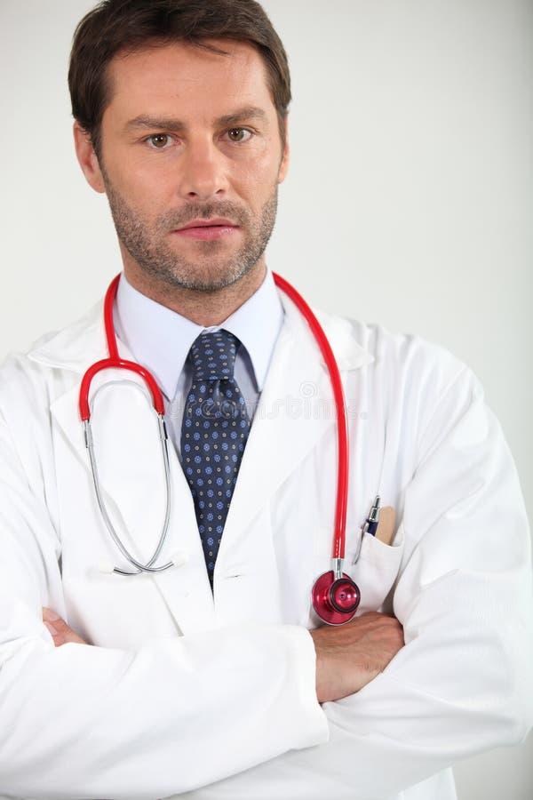 Stående av en sjukhusdoktor royaltyfri foto