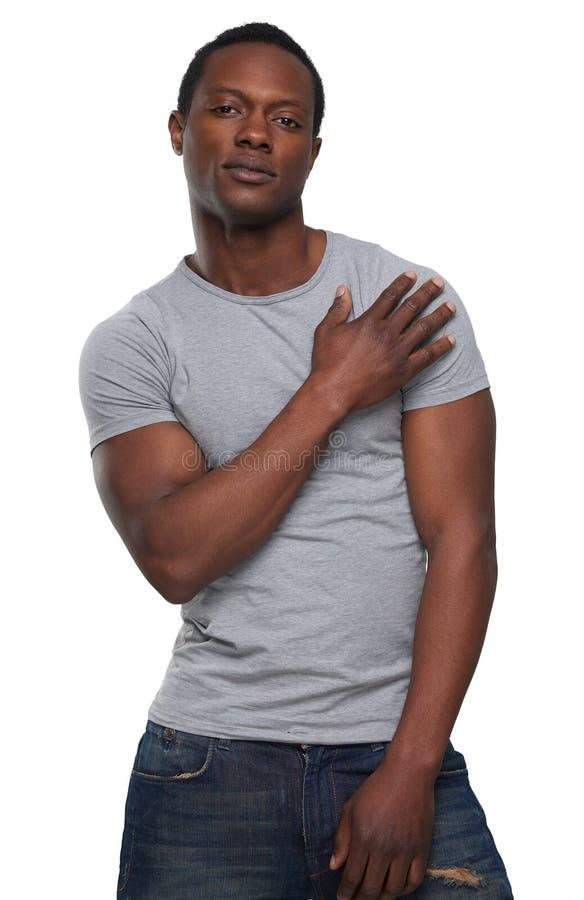 Stiligt posera för afrikansk amerikanman arkivfoton