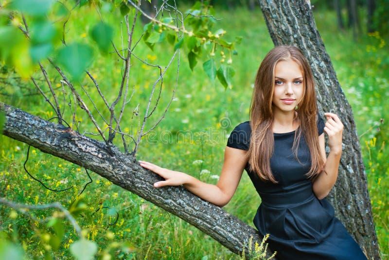 Stående av en teen härlig flicka royaltyfria bilder