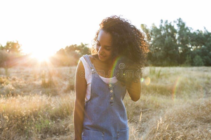 Stående av en ung afro amerikansk kvinna royaltyfria foton