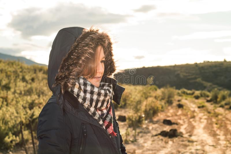 Stående av en ung kvinna arkivfoton